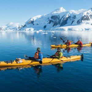 Aurora Expedition, ABakker